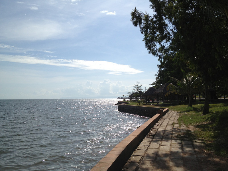 Path along the edge of the sea in Kep.